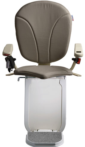 montascale ergo hd con seduta ergo e rivestimento di tessuto grigio per scala curva