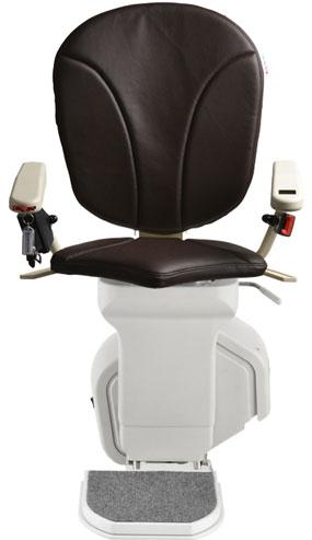 montascale ergo standard con seduta ergo e rivestimento di ecopelle moro per scala dritta