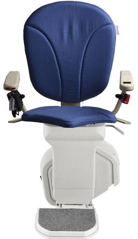 montascale ergo standard con seduta ergo e rivestimento di tessuto blu per scala dritta